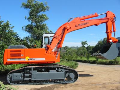 邦立ce650-6反铲液压挖掘机和沃尔沃ec700b履带式挖掘图片