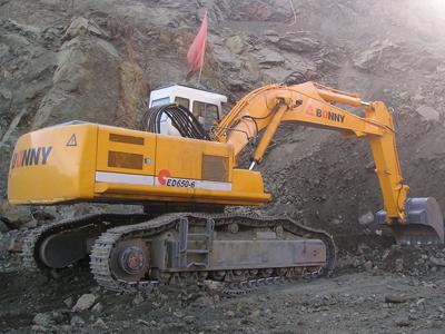 邦立ced650-6反铲电动液压挖掘机和沃尔沃ec480dl履带图片
